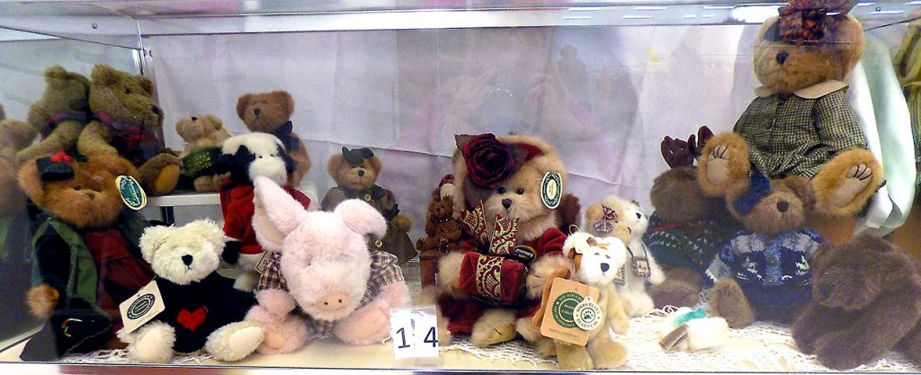 Large Boyd's Bears collection.